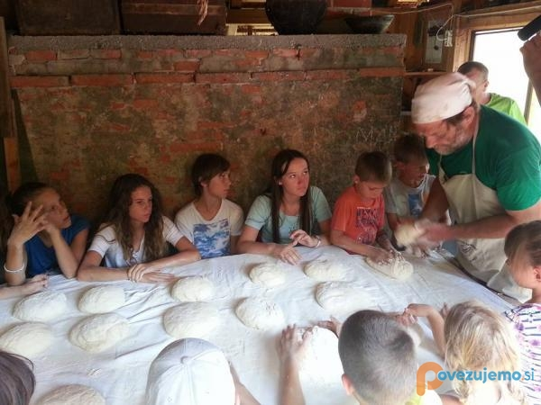 Peka kruha na poučnih počitnicah
