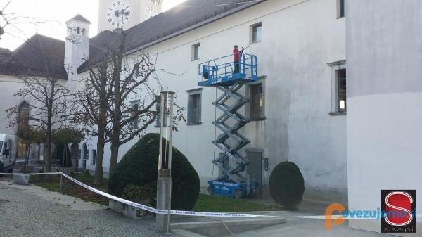 Sisapi, čiščenje grafitov, fasad in spomenikov