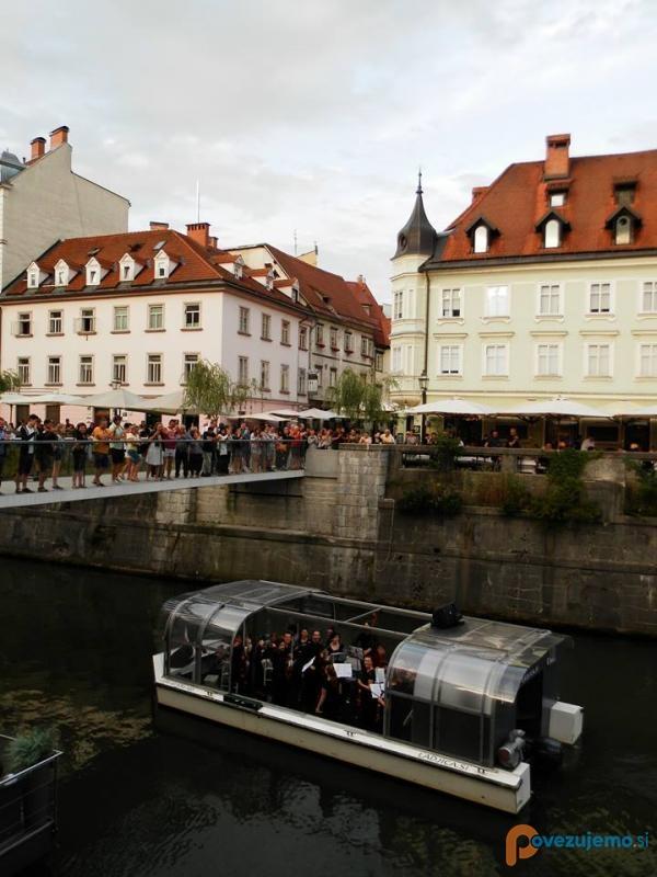 Ladjica, turistična vožnja po Ljubljanici