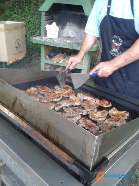 Kmetija Pribožič, prodaja in peka mesa