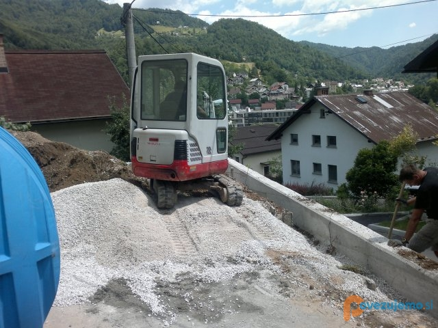 Tomdom gradbeništvo