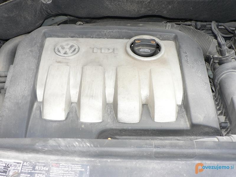 Čistilni servis PriTi - Motorni prostor pred čiščenjem