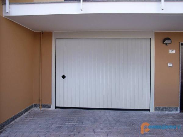 Ams dizajn, prodaja in montaža vrat